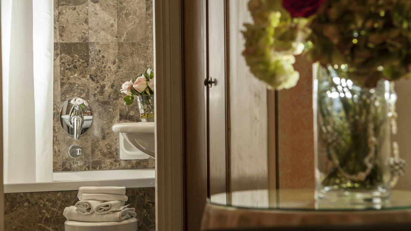 Hotel-Nord-Nuova-Roma-bathroom-26